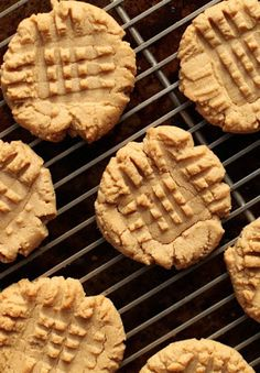 Four-Ingredient Flourless Peanut Butter Cookies and more of the best health peanut butter cookies recipes on MyNaturalFamily.com #peanutbutter #recipe