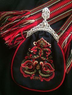 (1) FINN – Øst-Telemarksbunad - stakk m/veske. Scandinavian Embroidery, Tribal Dress, Wedding Costumes, Kurta Designs, Folk Costume, Festival Wear, Traditional Dresses, Body Painting, Norway