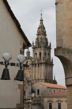 Vista de la catedral de Santiago desde a Rúa da moeda vella