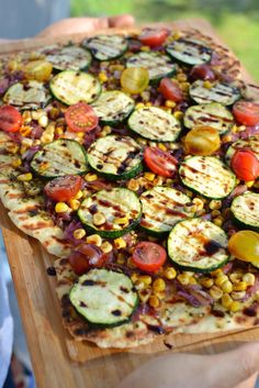 Summer Veggie Vegan Grilled Pizza with Yeast-less Pizza Dough! | http://www.radiantrachels.com/summer-veggie-vegan-grilled-pizza/