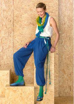 Skandinavische Mode von Gudrun Sjödén - Die Hose aus Öko-Baumwolle/Elastan ist ein einfarbiges Modell mit  pludrigen Beinen und elastischem Bund. Kaufe deine neue Trikothose: http://www.gudrunsjoeden.de/mode/produkte/hosen