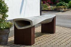 Auf ieser Sitzbank aus Beton kann man prima mit Freunden quatschen. Sie wird in echtem Betonhandwerk einzeln gefertigt und zu dir nach Hause gebracht. Endlich mal etwas, jenseits von mainstream. Beton ist einfach Klasse wenn er so geformt wird!