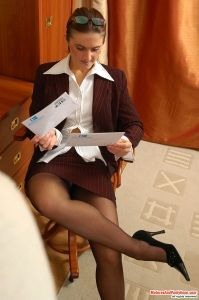Kinky mature secretary in black pantyhose itching for a cock-break at work
