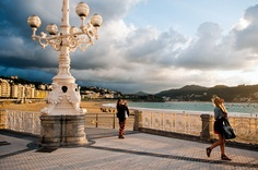 The promenade at La Concha beach in San Sebastián, on Spain's northern coast. Sitges, Most Beautiful Cities, Beautiful Beaches, Places To Travel, Places To See, Barcelona, Basque Country, European Tour, Spain And Portugal
