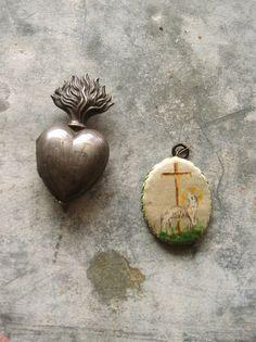 Sacred Heart and Agnus Dei Sacred 3, Sacred Heart, Religious Images, Religious Art, Human Body Parts, Season Of The Witch, Tiny Heart, Vanitas, Memento Mori