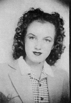 Photobooth portrait of Norma Jeane to 1940