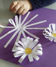 Bus Crafts, Craft Stick Crafts, Diy Crafts For Kids, Crafts To Make, Paper Flowers Craft, Flower Crafts, Diy Flowers, Paper Crafts, Quilling Designs