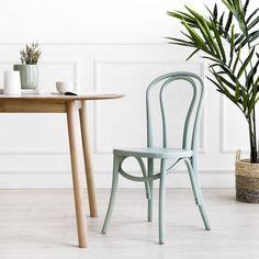 Adele silla menta / Esta silla es...  Adele, una bonita y cómoda silla de madera en acabado menta, con un bonito diseño de madera curvada. Un modelo ideal para aporta un look retro y distintivo a tus estancias. ¡Prueba a combinarla en distintos acabados, seguro que te encanta! Look Retro, Wishbone Chair, Adele, Simple, Furniture, Home Decor, Kitchens, Color, Small Space Furniture