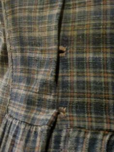 c 1860 work dress from the Atlanta History Center collection - note the unusual closures--homespun fabric with hand stitched button holes Historical Dress, Historical Clothing, Pioneer Clothing, Civil War Fashion, Civil War Dress, Period Outfit, Needlecrafts, Antique Clothing, Fashion History