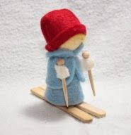 World: December 2014 Wood Peg Dolls, Clothespin Dolls, Sock Crafts, Felt Crafts, Diy Christmas Ornaments, Felt Christmas, Waldorf Toys, Waldorf Crafts, Felt Ornaments Patterns