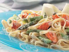 Fettuccine Alfredo au saumon et aux asperges recette de Clover Leaf