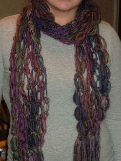 lover's knot crochet scarf;