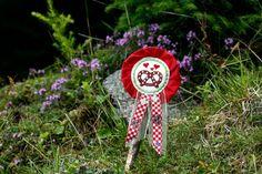 Orden BREZEL rot Dirndl Anstecker Deko Bayern ♥ von www.annesvea.de