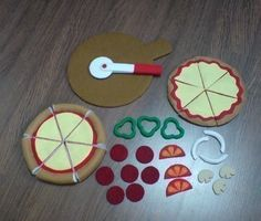 Felt Pizza Set Thin and Thick Crust Pizzas Patterns and Play Kitchen Food, Play Kitchens, Felt Pizza, Felt Food Patterns, Felt Patterns Free, Felt Play Food, How To Make Toys, Food Crafts, Sewing Toys