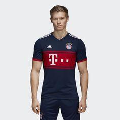 Títulos comprovam décadas de liderança. A imponência do uniforme do Bayern intimida qualquer adversário. Esta camisa de futebol masculina reverencia o uniforme azul-marinho do clube, em uma interpretação moderna com grandes blocos de cor e detalhes clássicos.