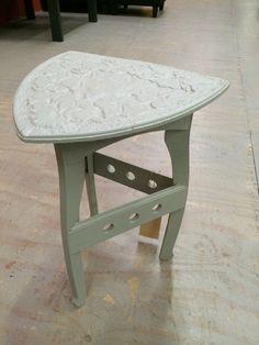 Unieke krijtverf meubelen. Bijzet tafel concrete grey.