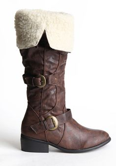 I am in love with these boots.  And they have them in my size.  ^_^