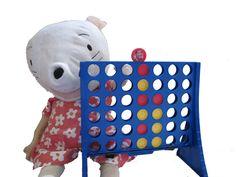 Nellie: aanwezigheidskalender in orde brengen Hello Kitty, Coin Purse, School, Van, Fictional Characters, Vans, Fantasy Characters, Purse