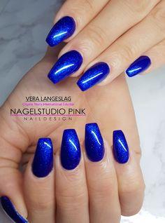 Royal Blue! #veralangeslag #nagelstudiopink #nails #arnhem #sparkle #nailart #glitter #crystalnails #royalgel #crystalac