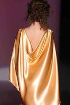 Isabel Zapardiez Backless, Dresses, Fashion, Bridal Collection, Vogue Spain, New York Fashion, Walkway, Seasons, Boyfriends