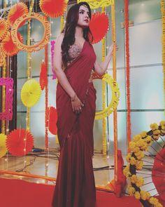 Image may contain: 1 person, standing Sari Design, Sari Blouse Designs, Saree Blouse Patterns, Saree Wearing Styles, Saree Styles, Trendy Sarees, Stylish Sarees, Drape Sarees, Choli Dress