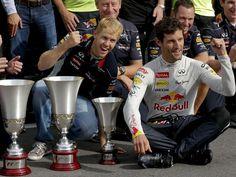Im Red-Bull-Lager herrscht Partystimmung. Dank des ersten Platzes von Weltmeister Sebastian Vettel (M) und Platz drei von Mark Webber (r) räumte der Rennstall beim Formel-1-Grandprix in Monza richtig ab. (Foto: Valdrin Xhemaj/dpa)