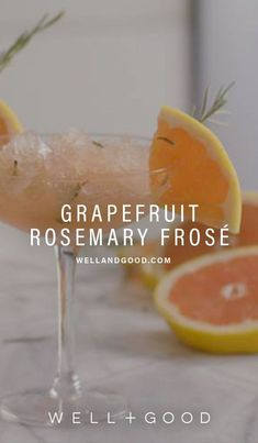 How to make grapefruit rose Classic Cocktails, Summer Cocktails, How To Make Frose, Fresco, Strawberry Banana Milkshake, Healthy Drinks, Healthy Recipes, Sweet Recipes, Recipes