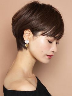 """The short cut called """"pixie cut"""" is more and more popular among people and the street. Medium Hair Cuts, Short Hair Cuts, Medium Hair Styles, Short Hair Styles, Very Short Hair, Asian Short Hair, Hair Arrange, Cute Hairstyles For Short Hair, Pixie Haircut"""