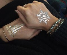 Instagram 上的 Flash Tattoos:「 Holiday bling! Add a surprise to #Christmas cards and add some Flashy fun to holiday parties with new ready-to-ship designs...click the link in our profile to shop! 'seasonal' #flashtat #newarrivals 」