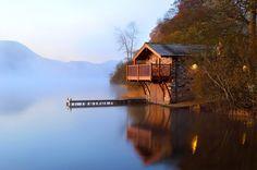 .maison au bord d'un lac
