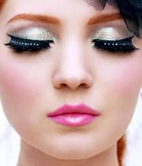 i like her lip product and the eye shadow color!!!