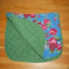 Fanj would look soo pretty :) Horse Saddle Pads, Horse Saddles, English Horse Tack, Warmblood Horses, Saddle Blanket, Horse Accessories, Jack Daniels, Horse Stuff, Dressage