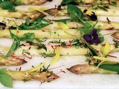 Салат из белой спаржи с соусом ГРИБИШ.