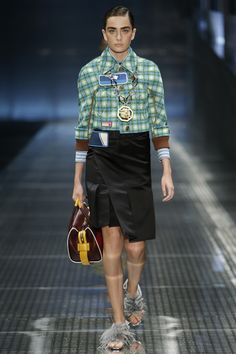 Prada Spring 2017 Ready-to-Wear Fashion Show - Alisha Nesvat