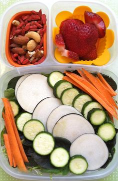 Baby greens with black radish slices, baby zucchini and carrots #salad, #vegan, #EasyLunchBoxes, #bento