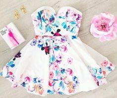 Floral blanco vestido sin tirantes