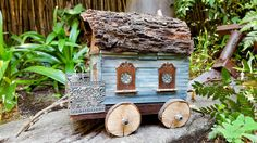 Old lunch box turned into a gypsy caravan that's perfect for a fairy garden. Full tutorial on the blog