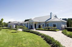 Discover and view the latest listings of properties for sale on Di Jones Real Estate. Browse real estate and property for sale. Country Home Exteriors, Country House Design, Country Style Homes, Hamptons Style Homes, Hamptons House, The Hamptons, Australian Farm, Australian Homes, Home Design