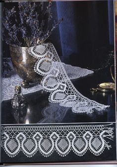 Libro de bolillos - rosi ramos - Full book with instructions Bruges Lace, Yarn Crafts, Diy And Crafts, Bobbin Lace Patterns, Lacemaking, Needle Lace, Simple Art, Tatting, Crochet Necklace