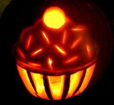Dollhouse Bake Shoppe: How to carve a cupcake jack-o-lantern