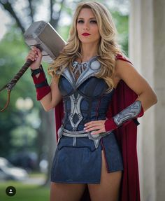 Thor The God of Thunder has been portrayed by the amazing actor, Chris Hemsworth. Here we bring you some of the mind-blowing Lady Thor cosplays. Costume Thor, Costumes Marvel, Female Thor Costume, Female Marvel Cosplay, Marvel Girls, Marvel Avengers, Cosplay Outfits, Cosplay Girls, Anime Cosplay
