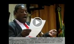 Política na Rede: Vereadora analfabeta tenta fingir que está lendo em sessão da Câmara; veja o vídeo