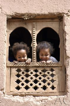 Africa | Children in the Draa Valley, Morocco | ©Anne Conway