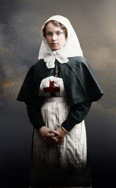 Fotografía coloreada de una enfermera rusa durante la I Guerra Mundial