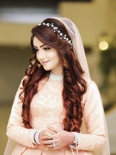 Gorgeous Wedding Hairstyles for Long Hair Pakistani Bridal Hairstyles, Indian Hairstyles, Pakistani Bridal Dresses, Pakistani Hair Style, Open Hairstyles, Wedding Hairstyles For Long Hair, Bride Hairstyles, Bridal Hair Buns, Bridal Hairdo