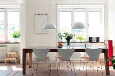 Dining Room with Wooden Dining Table and White Chairs, ikea brasa pendant Informal Dining Rooms, Casual Dining Rooms, Dining Area, Kitchen Table Chairs, Wooden Dining Tables, Wood Table, Small Kitchen Layouts, Dining Room Design, Home Living Room