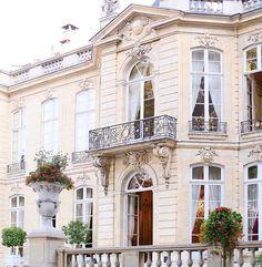 Paris, France by allee des roses