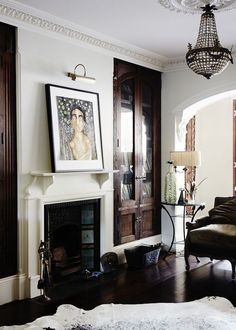 dark built-ins against white. photocredit: Sean Fennessy for The Design files Style At Home, Built In Cabinets, Dark Cabinets, The Design Files, Living Room With Fireplace, Fireplace Mantel, Wood Trim, Deco Design, Design Blog