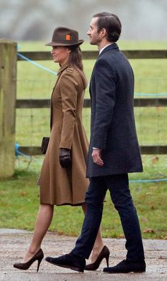 Pippa Middleton Wore a Winter Coat We Bet Even Kate Would Want to Borrow - Cissiee Westwick Pippa Middleton Style, Estilo Kate Middleton, Middleton Family, Pippa Middleton Wedding Dress, Pippa And James, Kate And Pippa, Salma Hayek, The Other Sister, Pantyhosed Legs