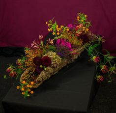 artist: Lucinda van der Ploeg These lovely sisters both gave me an emotional phone-call after the funeral of their beloved. Funeral Arrangements, Flower Arrangements, Corporate Flowers, Sympathy Flowers, Funeral Flowers, Arte Floral, Floral Centerpieces, My Flower, Paper Flowers